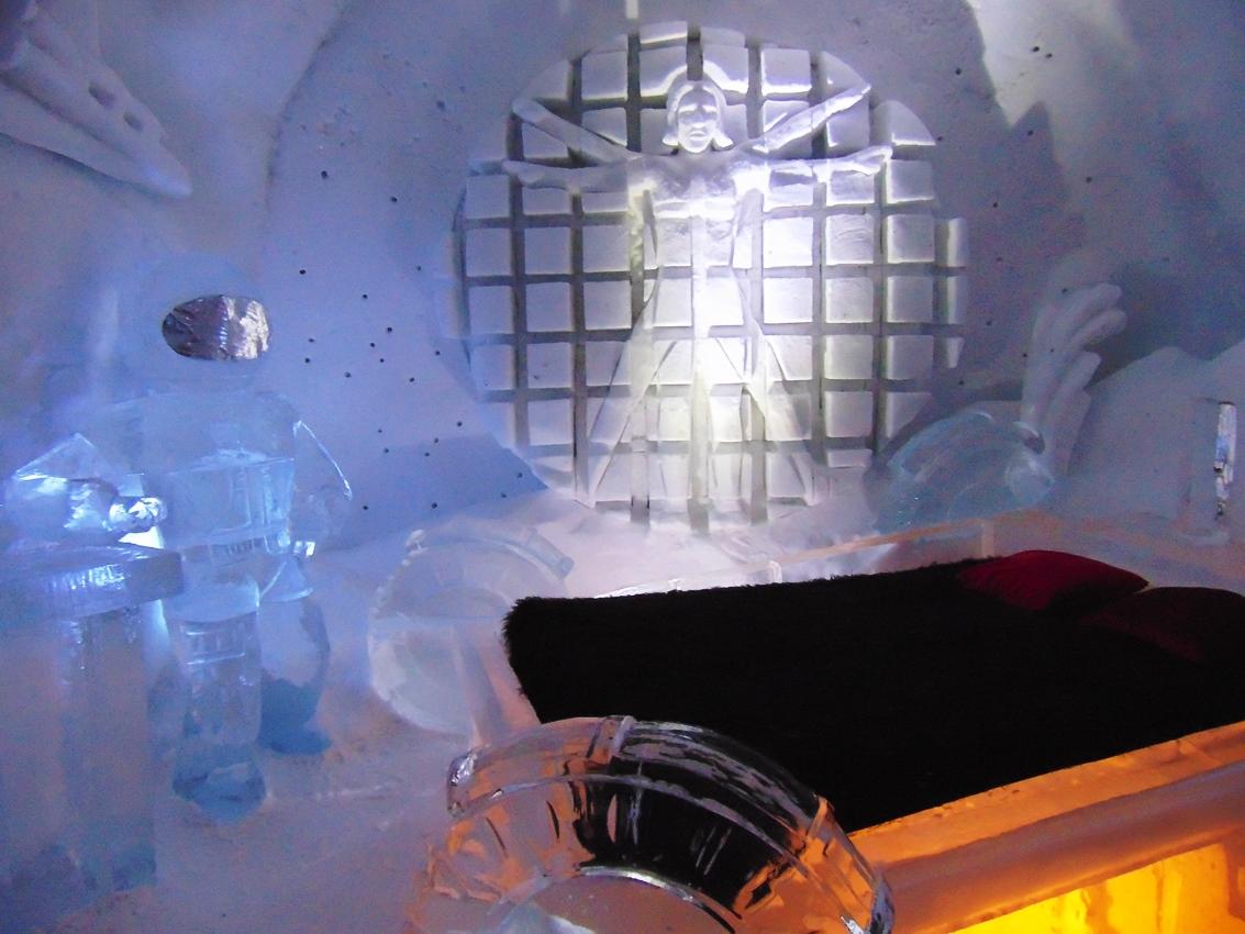Почему надо посетить Ледяной отель в Квебеке и туры по Канаде